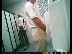 скрытой камерой spy - туалетная ссание гей общественность