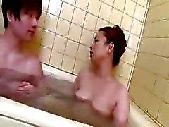banyo japon anneler ve çocuklar japonya oğlum