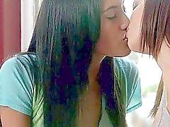 babes tyttö tyttö suudella lesbo lesbo porno videot