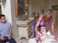 brandi love milf mamma verklighet stor tuttar mamma massage varmt