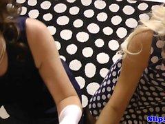 blondin avsugning brittiskt brunett doggystyle