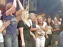 mamadas acción club clubbers porno fiesta borracho grupo orgía