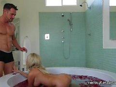 couple bain doigté