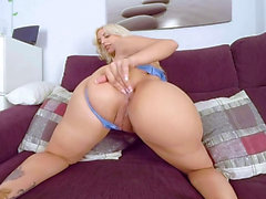 Gorgeous MILF Blondie Fesser with hungry pussy