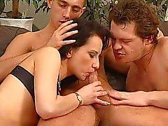 anal sex bisexuell schwarzhaarig