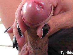 Tgirl Juliana Nogueira wants huge dick