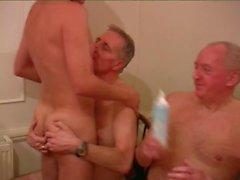paizinho velho homens cinza máscaras de cabelo groupsex gay homens chicoteado