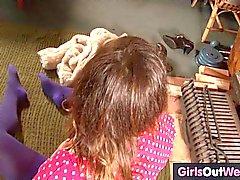 yksin tyttö itsetyydytys ruskeaverikkö