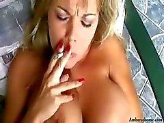 bizarro fumador grandes mamas loira