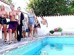 mamadas corridas sexo en grupo desnudez pública