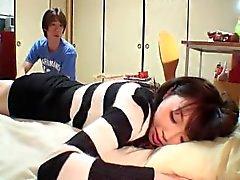dormir sœur asiatique amateur