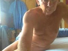 гей любительский папа мастурбирует