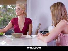 aaliyah rakkaus mylf pieni tissit blondi luonnollinen