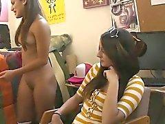 biondo brunetta college lesbica pubblico