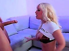 baby big boobs blondine unterwäsche nippel