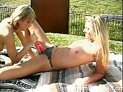 video-lesbiyanki-idut-v-magazin