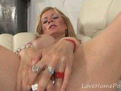 stora bröst blondin avsugning fingersättning