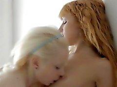 blondine erotisch lesbisch