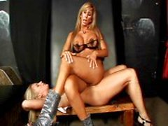 lesbisch overheersing slavernij blond kaukasisch