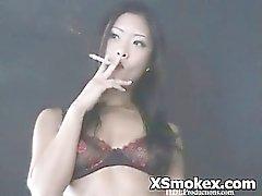 amateur asiatique fétiche tabagisme