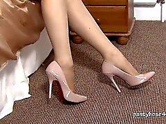 Blonde Niki Rips Her Pantyhose