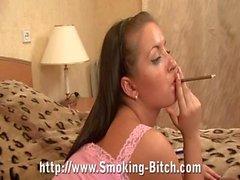 adolescentes joven smoking- fetiche de morena adolescente