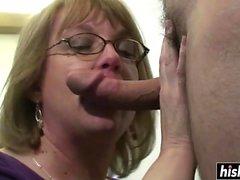 Sexy cougar sucks a delicious dick