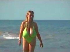 spiaggia grandi tette matura
