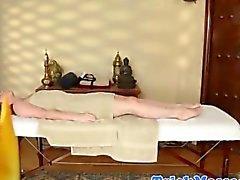 bebé masaje amateur adolescente