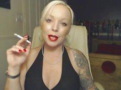 las grandes boobs rubia big-tits de fumar