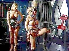bdsm lezbiyenler üçlü milfs sarışınlar