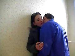 Femme chic se fait baiser par un ouvrier !