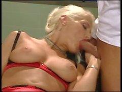 sarışın kahrolası çift nüfuz oral seks