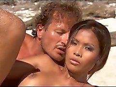 asiático interracial nudez em público