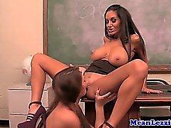 brunetta college femdom hd lesbica