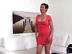 babe stora bröst brunett gjutning doggystyle