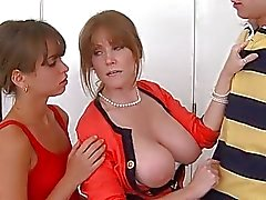 Older diva gives young babe a wild cunt licking
