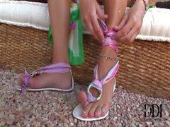 piedi micio tette suzione