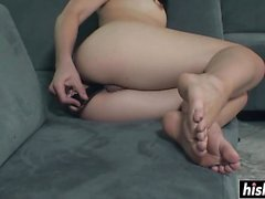 Krystal Starr plays with her snatch