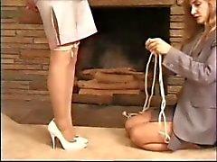 bdsm niña en chica tiedup