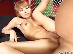asiático mamada cremita corrida