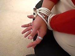 bdsm destino a y amordazado - manos tiedup