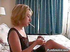 amateur bebé fetiche de fumar rubia