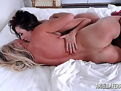 peitos grandes lésbicas lingerie