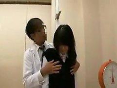 asiatique collège japonais petits seins uniforme
