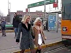 beijando lésbica público
