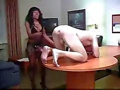 musta ja ebony femdom strapon