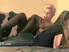 ruskeaverikkö helvetin lesbo