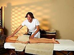 blond cames cachées massage petits seins