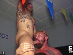 partido pública bareback bar orgia rimming ass anal foda tatuado homens rudes doggy sexo estilo cru missionário morena facial